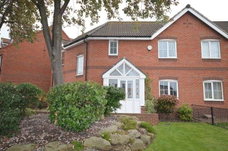 3 Bedrooms Semi Detached House for sale in Nicholson Street, Castleford