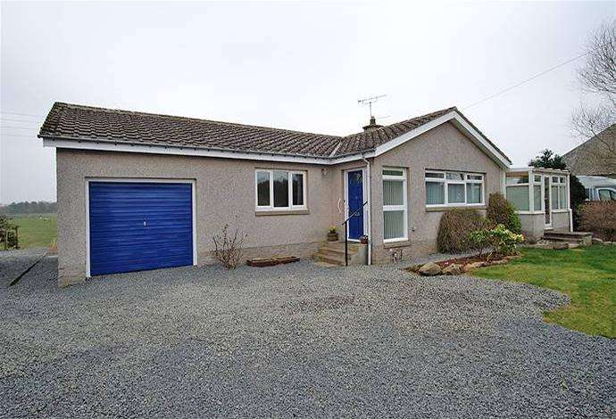 2 Bedrooms Bungalow for sale in 19 Wester Row, Greenlaw, TD10 6XE