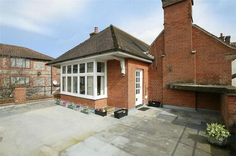 2 Bedrooms Flat for sale in Aldiss Court, High Street, Dereham, Norfolk