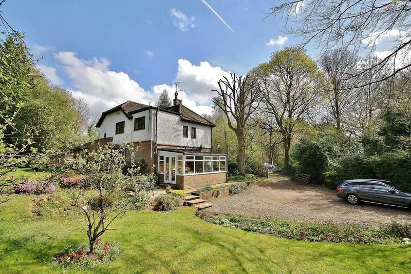 4 Bedrooms Detached House for sale in Pirbright, Surrey