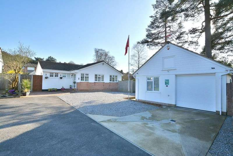 3 Bedrooms Detached Bungalow for sale in Pineholt Close, St Ives, RINGWOOD