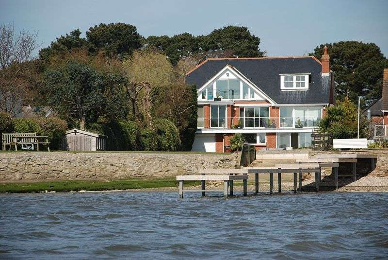 4 Bedrooms Detached House for sale in Mudeford Harbour