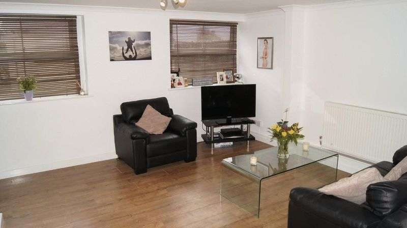 1 Bedroom Flat for sale in Station Road, Yelverton