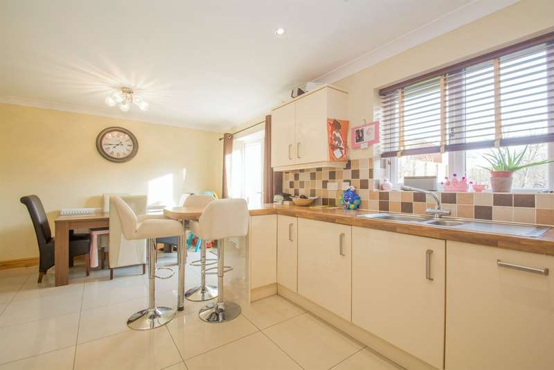 3 Bedrooms Detached House for sale in The Meadows, Tonyrefail, Porth