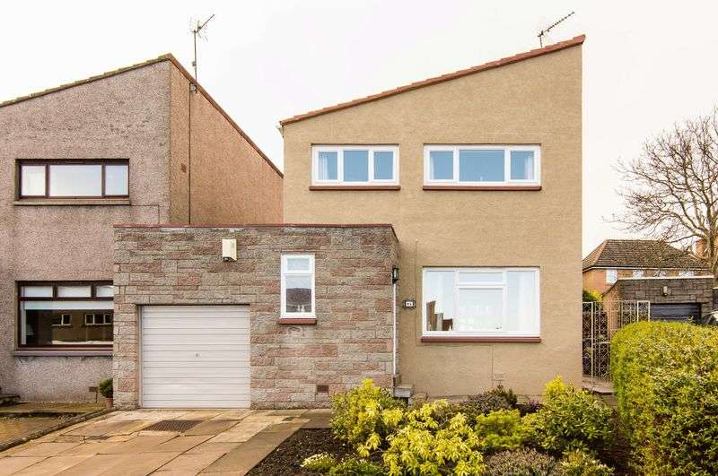 3 Bedrooms Flat for sale in 64 Greenend Gardens, Liberton, Edinburgh, EH17 7QQ
