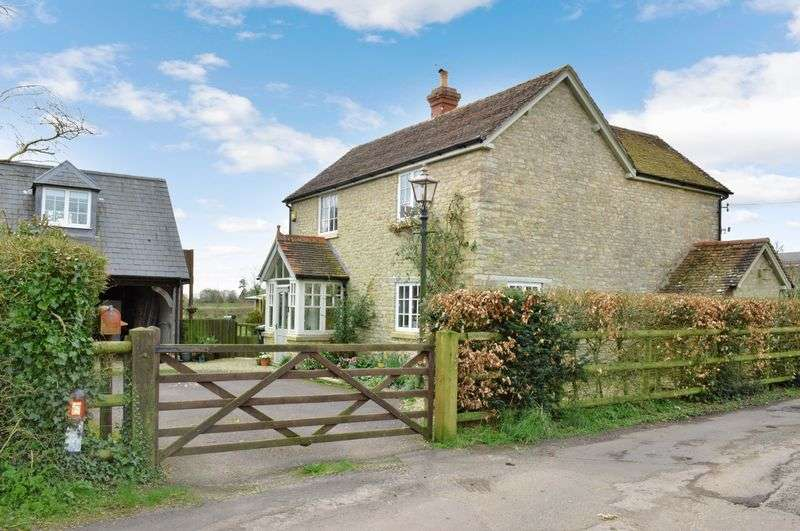 3 Bedrooms Detached House for sale in Milton On Stour, Gillingham