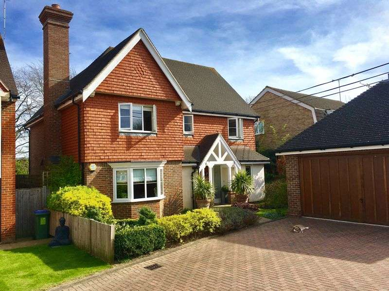 4 Bedrooms Detached House for sale in Hawthorn Park, Swanley