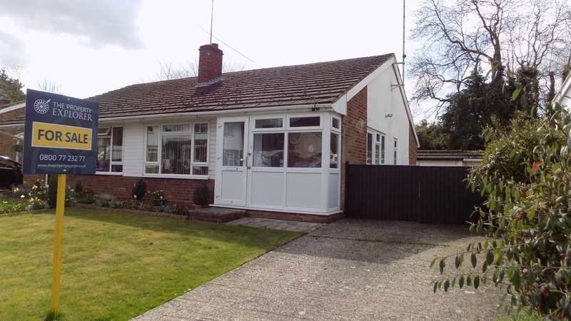 2 Bedrooms Semi Detached Bungalow for sale in York Road, Ash, Aldershot, GU12