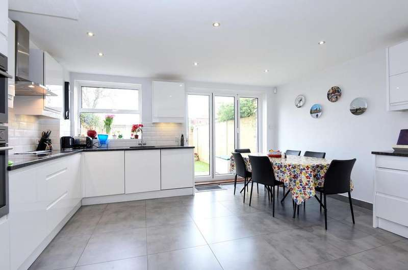 4 Bedrooms Terraced House for sale in Shrewsbury Avenue, East Sheen