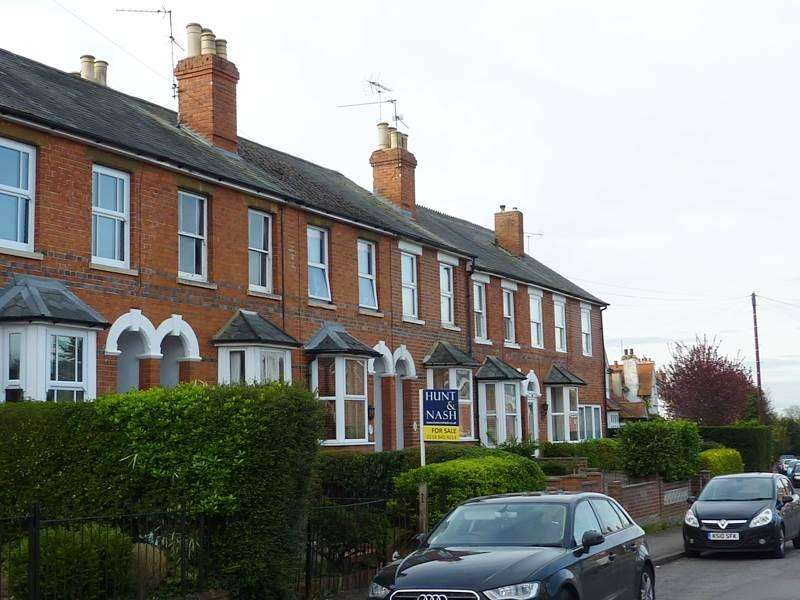 2 Bedrooms Terraced House for sale in WARGRAVE