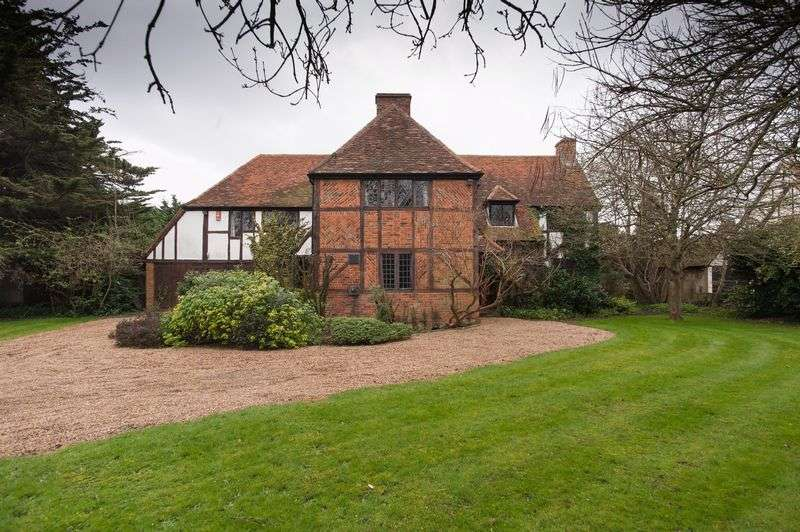 4 Bedrooms Detached House for sale in Ouseley Road, Wraysbury