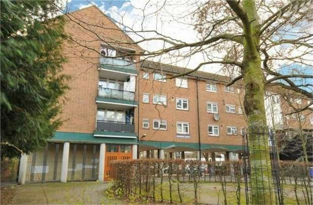 1 Bedroom Flat for sale in Clapham Road, London