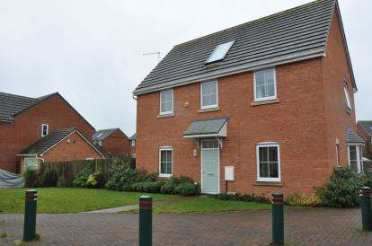 4 Bedrooms Detached House for sale in Bowers Drive, Silverdale, Newcastle, Staffordshire