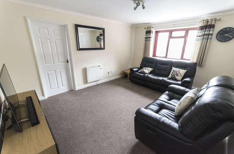 2 Bedrooms Flat for sale in Titford Road, Oldbury
