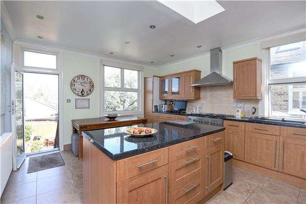 2 Bedrooms Flat for sale in Dumbarton Road, LONDON, SW2 5LU