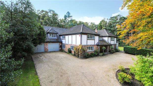 6 Bedrooms Detached House for sale in Nine Mile Ride, Finchampstead, Wokingham