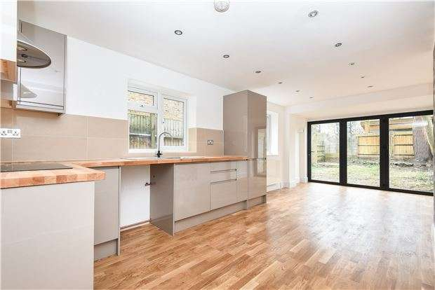 2 Bedrooms Flat for sale in Ellison Road, LONDON, SW16