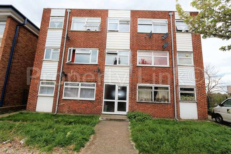 2 Bedrooms Flat for sale in Purpose Built Two Bedroom (first floor) Spacious FLAT/apartment, close to Ilford Lane