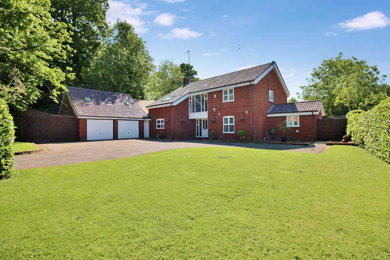 4 Bedrooms Detached House for sale in Norwich Road, Horsham St Faith