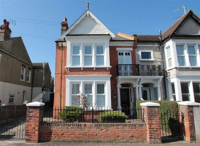 4 Bedrooms Semi Detached House for sale in Elderton Road, Westcliff-On-Sea, Essex