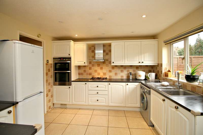 3 Bedrooms Terraced House for sale in Chaucer Way, Hitchin, SG4