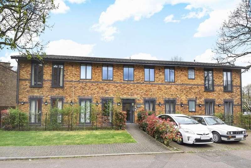 2 Bedrooms Flat for sale in Queens Road, Peckham, SE15