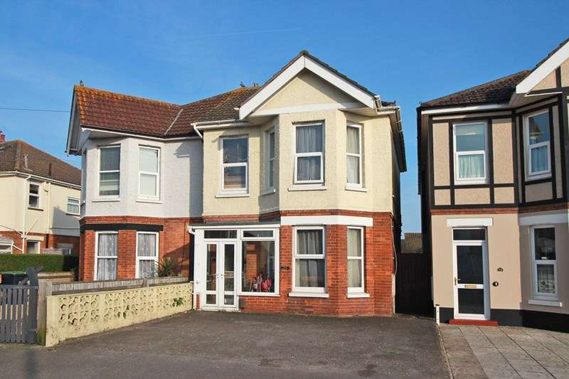 4 Bedrooms Semi Detached House for sale in Stour Road, Christchurch