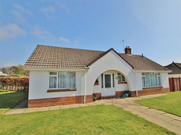 3 Bedrooms Detached Bungalow for sale in Fontmell Road, BROADSTONE, Poole, Dorset