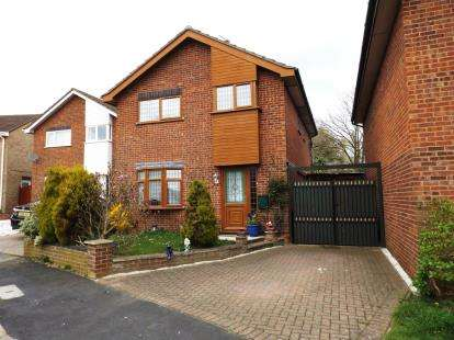 4 Bedrooms Detached House for sale in Hemsby, Great Yarmouth, Norfolk