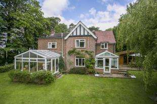 4 Bedrooms Detached House for sale in High Street, Burwash, Etchingham, East Sussex