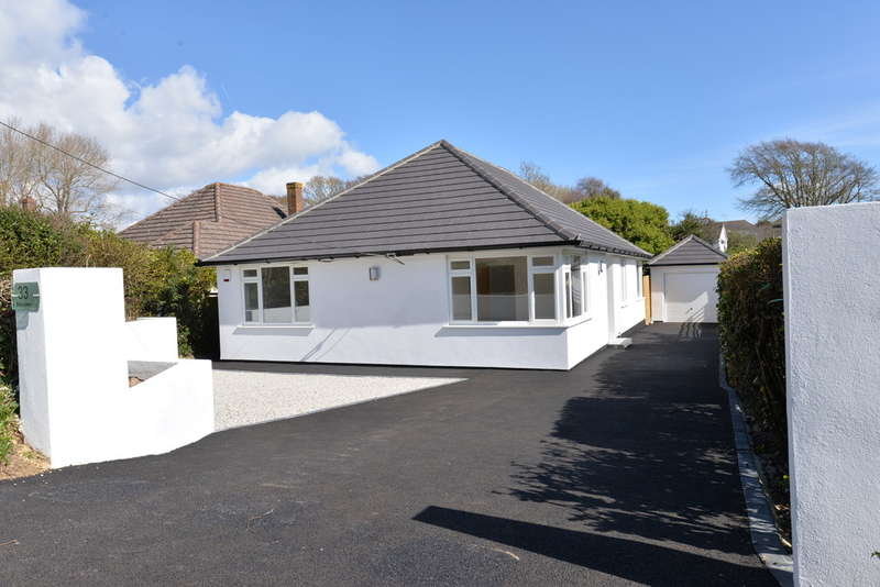 3 Bedrooms Detached House for sale in Dilly Lane, Barton on Sea