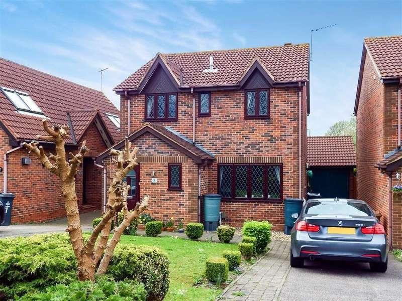 4 Bedrooms Detached House for sale in Hilton Close, Stevenage, Hertfordshire, SG1