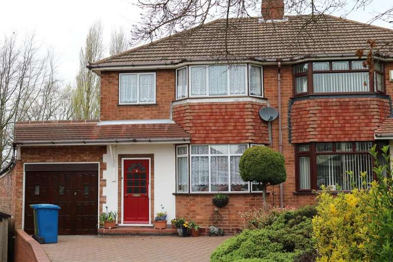 3 Bedrooms Semi Detached House for sale in Fairway, Wilnecote, Tamworth