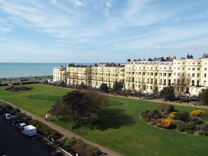 2 Bedrooms Flat for sale in Brunswick Square Hove East Sussex BN3