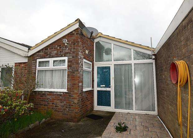 2 Bedrooms Terraced Bungalow for sale in Cumber Close, Brixham, Devon