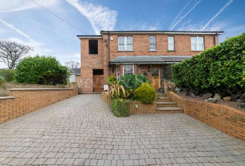 3 Bedrooms Semi Detached House for sale in Western Valley Road, Rogerstone, Newport. NP10 9DT