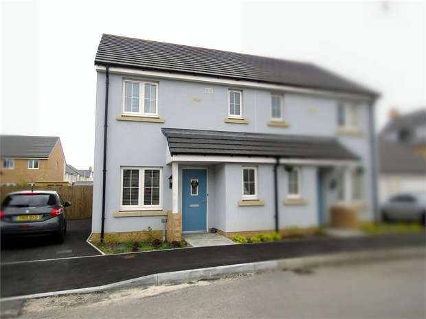 3 Bedrooms Semi Detached House for sale in Clos Y Doc, Llanelli, Carmarthenshire
