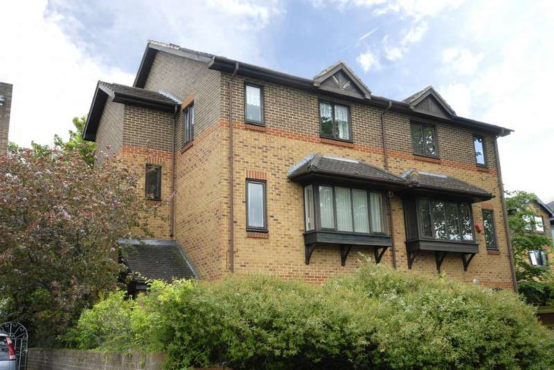 4 Bedrooms Semi Detached House for sale in Bracken Hill Lane