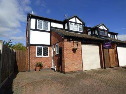 3 Bedrooms Detached House for sale in The Belfry, Stretton, Burton-On-Trent, Staffordshire