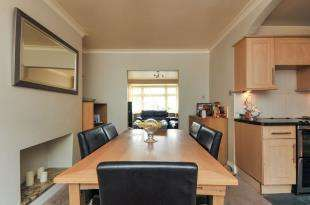 3 Bedrooms Semi Detached House for sale in Portland Road, Bromley