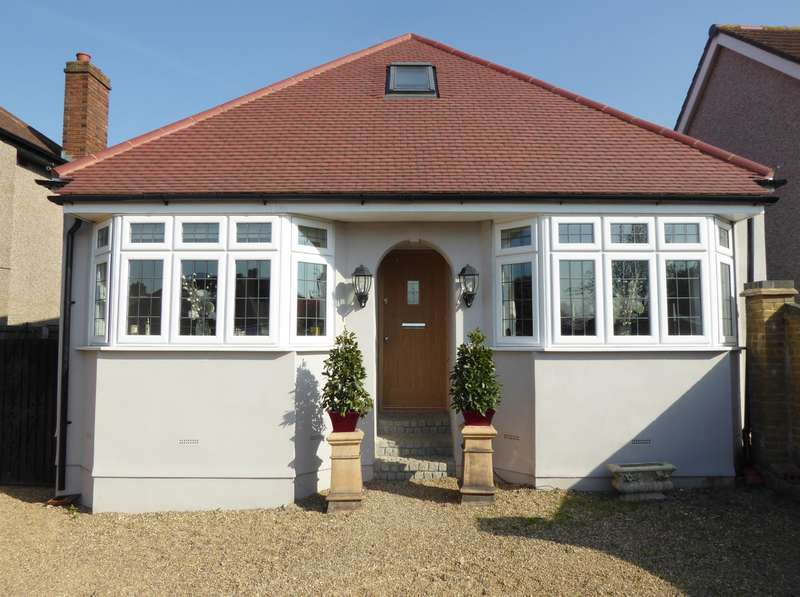 3 Bedrooms Detached Bungalow for sale in St Audrey Avenue , Bexleyheath, Kent , DA7 5BX