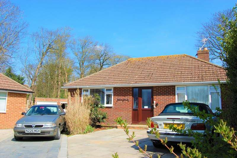 3 Bedrooms Detached Bungalow for sale in Seafield Close, Seaford BN25 3JP