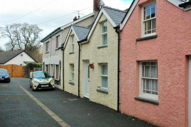 2 Bedrooms Terraced House for sale in Mill Street, Mill Street, Carmarthenshire