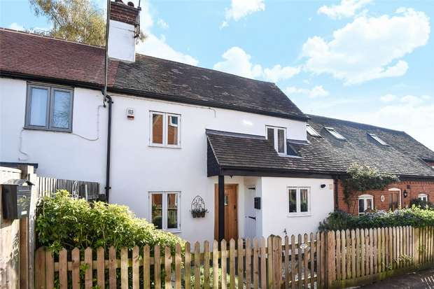 2 Bedrooms Semi Detached House for sale in Rose Court, WOKINGHAM, Berkshire