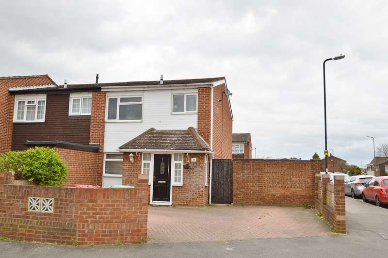 3 Bedrooms End Of Terrace House for sale in Mendip Close, Langley, SL3
