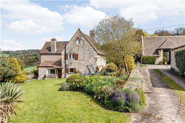 3 Bedrooms Detached House for sale in Box Hill, WILTSHIRE