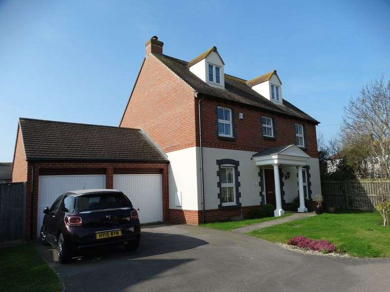 5 Bedrooms Detached House for sale in Robinson Close, Selsey