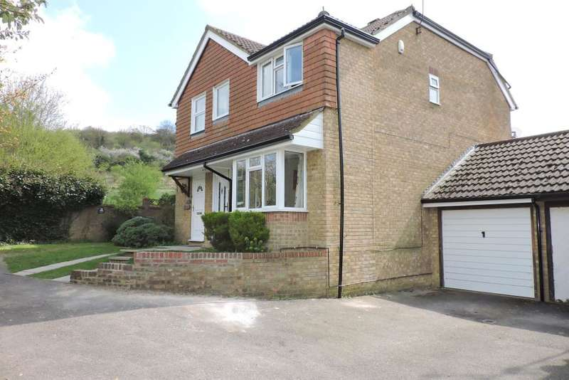 3 Bedrooms Semi Detached House for sale in Harveys Hill, Luton, Bedfordshire, LU2 7YL