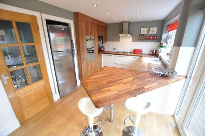 3 Bedrooms Semi Detached House for sale in North Drive, Wesham, Preston, Lancashire, PR4 3DJ