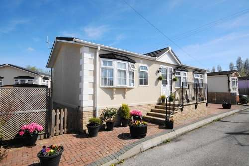 2 Bedrooms Detached House for sale in b Iford Bridge Park, Bournemouth